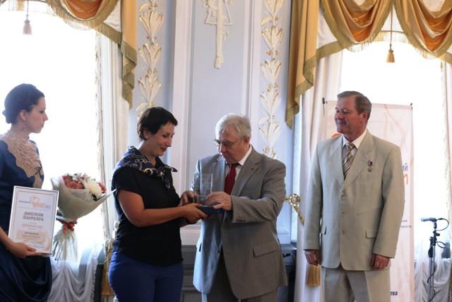 Лауреат - Елена Александровна Кручинина, доброволец семейного центра «Лада»